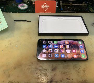 LCD Skrin iPhone XS Rosak